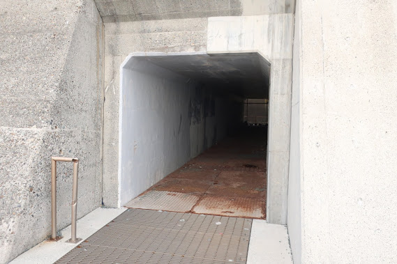 袖ヶ浦海岸の西湘バイパスアンダーパス入口