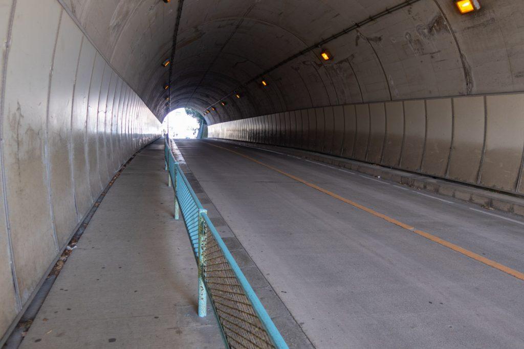 釜野隧道の中