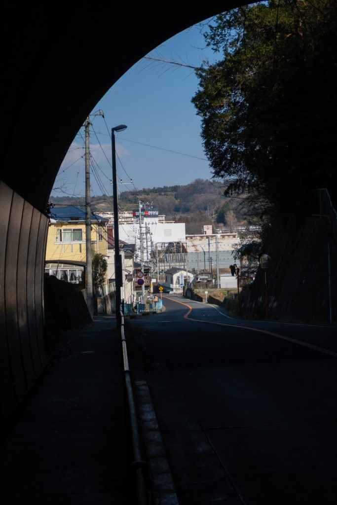 釜野隧道の向こう側