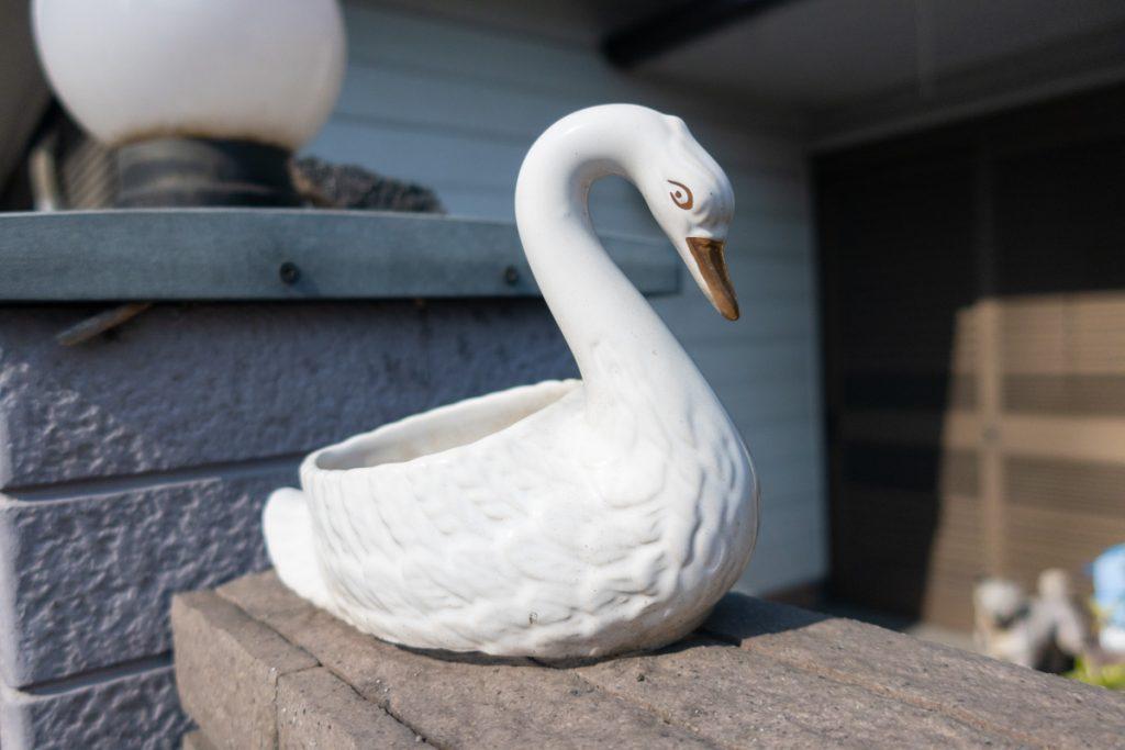 新坂呂橋交差点付近の白鳥のオブジェ